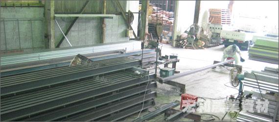 工場内のパイプ類